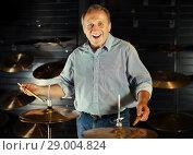Купить «Musician playing on drum kit», фото № 29004824, снято 18 сентября 2017 г. (c) Яков Филимонов / Фотобанк Лори