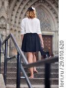 Купить «girl teenager going barefoot the stairs», фото № 29010620, снято 16 октября 2018 г. (c) Яков Филимонов / Фотобанк Лори