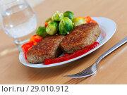 Купить «Two fried cutlets with vegetables», фото № 29010912, снято 6 декабря 2012 г. (c) Яков Филимонов / Фотобанк Лори