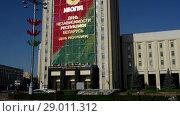 Купить «Independence Square in Minsk, Belarus», видеоролик № 29011312, снято 7 июля 2017 г. (c) BestPhotoStudio / Фотобанк Лори