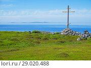 Купить «Деревянный крест на берегу Белого моря», фото № 29020488, снято 14 июля 2018 г. (c) Дмитрий Грушин / Фотобанк Лори