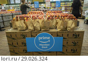 Купить «The Whole Foods Market in the Chelsea neighborhood of New York advertises Amazon's offer to Prime members of an extra 10% discount on select sale items...», фото № 29026324, снято 28 июня 2018 г. (c) age Fotostock / Фотобанк Лори