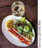 Купить «Defocus legs or claws of king crab and wine», фото № 29030404, снято 11 июля 2017 г. (c) katalinks / Фотобанк Лори