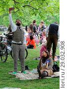 Купить «Riders gather for a picnic in Geraldine Mary Harnsworth Park. The Tweed Run is one of London's most visually stunning and wonderfully British public bicycle...», фото № 29032908, снято 6 мая 2017 г. (c) age Fotostock / Фотобанк Лори