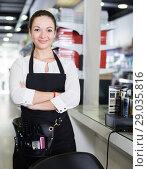 Купить «Young worker female hairstylist standing in cosmetics studio», фото № 29035816, снято 31 марта 2018 г. (c) Яков Филимонов / Фотобанк Лори