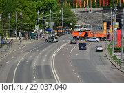Купить «Пречистенская набережная перекрыта для движения транспорта. Город Москва. Россия», эксклюзивное фото № 29037040, снято 9 мая 2016 г. (c) lana1501 / Фотобанк Лори
