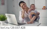 Купить «Crying baby with tired mother», видеоролик № 29037428, снято 31 августа 2018 г. (c) Илья Шаматура / Фотобанк Лори
