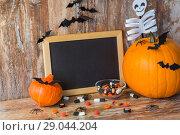 Купить «blank chalkboard and halloween decorations», фото № 29044204, снято 18 сентября 2017 г. (c) Syda Productions / Фотобанк Лори