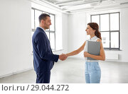 Купить «businesswoman and businessman shake hands», фото № 29044272, снято 8 июня 2018 г. (c) Syda Productions / Фотобанк Лори