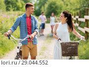 Купить «happy couple with fixed gear bicycles in summer», фото № 29044552, снято 7 июля 2018 г. (c) Syda Productions / Фотобанк Лори
