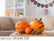 Купить «jack-o-lantern and halloween decorations at home», фото № 29044720, снято 15 сентября 2017 г. (c) Syda Productions / Фотобанк Лори