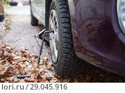 Купить «Установленное на автомобиле колесо с шипованной зимней резиной, крупный план», фото № 29045916, снято 25 октября 2014 г. (c) Кекяляйнен Андрей / Фотобанк Лори