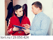 Купить «Man is writing documents about deliver order by courier», фото № 29050424, снято 5 февраля 2018 г. (c) Яков Филимонов / Фотобанк Лори