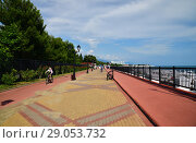 Sochi, Russia - June 5. 2018. Embankment in Imereti Bay. Редакционное фото, фотограф Володина Ольга / Фотобанк Лори