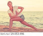 Купить «Smiling adult woman in white T-shirt is doing excercises on endurance», фото № 29053996, снято 17 июля 2017 г. (c) Яков Филимонов / Фотобанк Лори