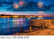 Купить «Салют над рекой Невой Salute over the Neva River in St. Petersburg», фото № 29054216, снято 5 июня 2018 г. (c) Baturina Yuliya / Фотобанк Лори
