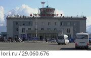 Купить «Летний вид на здание аэропорта Петропавловска-Камчатского», видеоролик № 29060676, снято 6 августа 2018 г. (c) А. А. Пирагис / Фотобанк Лори