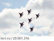 """Купить «Выступление пилотажной группы """"Стрижи"""" на многоцелевых высокоманевренных истребителях МиГ-29 над аэродромом Мячково», фото № 29061316, снято 27 апреля 2018 г. (c) Free Wind / Фотобанк Лори"""