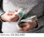Hands counting rubles. Стоковое фото, фотограф Ольга Сергеева / Фотобанк Лори