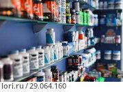 Купить «Shelves with sport nutrition in a sport food store indoor», фото № 29064160, снято 12 апреля 2018 г. (c) Яков Филимонов / Фотобанк Лори
