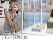 Купить «Adult female looking at artwork copper exhibit in the gallery indoors», фото № 29066324, снято 7 октября 2017 г. (c) Яков Филимонов / Фотобанк Лори