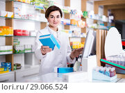 Купить «female pharmacist offering assistance at counter in pharmacy», фото № 29066524, снято 31 января 2017 г. (c) Яков Филимонов / Фотобанк Лори