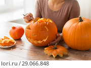 Купить «close up of woman carving halloween pumpkin», фото № 29066848, снято 15 сентября 2017 г. (c) Syda Productions / Фотобанк Лори