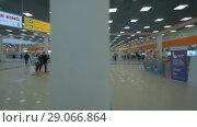 Купить «Walking in the Terminal E of Sheremetyevo Airport, Moscow», видеоролик № 29066864, снято 4 октября 2017 г. (c) Данил Руденко / Фотобанк Лори