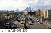 Купить «Timelapse view of the high-rise buildings and transport metropolis, traffic and blurry lights of cars on multi-lane highways and road junction in Moscow», видеоролик № 29068236, снято 9 сентября 2018 г. (c) Mikhail Starodubov / Фотобанк Лори