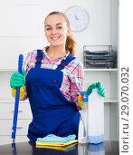 Купить «portrait of young woman cleaning», фото № 29070032, снято 24 октября 2018 г. (c) Яков Филимонов / Фотобанк Лори