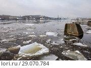 Купить «Россия, Санкт-Петербург, ледоход на реке Неве», фото № 29070784, снято 18 апреля 2018 г. (c) glokaya_kuzdra / Фотобанк Лори