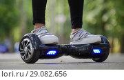 Купить «Female legs in sneakers on the steep gyrometer. Riding in the park.», фото № 29082656, снято 6 декабря 2019 г. (c) Константин Шишкин / Фотобанк Лори