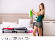 Купить «Young woman getting ready for summer vacation», фото № 29087724, снято 29 июня 2018 г. (c) Elnur / Фотобанк Лори