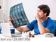 Купить «Male doctor radiologist with x-ray can image», фото № 29087956, снято 3 июля 2018 г. (c) Elnur / Фотобанк Лори