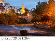 night view of Alcala del Jucar with belltower and bridge (2016 год). Стоковое фото, фотограф Яков Филимонов / Фотобанк Лори