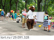 "Russia, Moscow, August 04, 2018: The project ""Moscow Healthy Summer"" - diagnostics of the condition, consultations of doctors in the parks of the city, free of charge for all comers. Sokolniki Park. Редакционное фото, фотограф Татьяна Васильева / Фотобанк Лори"