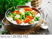 Купить «Домашний суп с зеленым горошком», фото № 29092152, снято 22 декабря 2017 г. (c) Надежда Мишкова / Фотобанк Лори