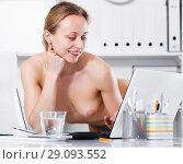 Купить «Female in pants in the office near the table», фото № 29093552, снято 24 апреля 2017 г. (c) Яков Филимонов / Фотобанк Лори