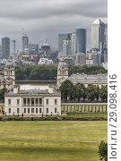 Купить «Queen's House and Canary Wharf, cityscape from Greenwich hill, Greenwich, London, England, UK.», фото № 29098416, снято 19 июля 2017 г. (c) age Fotostock / Фотобанк Лори