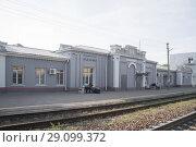 Красный Кут. Железнодорожный вокзал (2018 год). Редакционное фото, фотограф Евгений Вернигоров / Фотобанк Лори