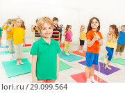 Купить «Happy kid boy playing jumping rope with friends», фото № 29099564, снято 15 апреля 2017 г. (c) Сергей Новиков / Фотобанк Лори