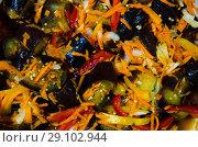 Купить «Фон из деликатесной консервированной нарезки овощей», фото № 29102944, снято 15 сентября 2018 г. (c) Игорь Кутателадзе / Фотобанк Лори