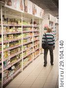 Купить «Senior man lookingat some products in the supermarket», фото № 29104140, снято 1 сентября 2018 г. (c) Константин Шишкин / Фотобанк Лори