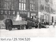 Купить «Уборка снега с помощью снегоуборщика. 1996 Украина», фото № 29104520, снято 5 декабря 2019 г. (c) Retro / Фотобанк Лори