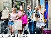 Купить «Portrait of three girls and one man standing with shopping bags», фото № 29111332, снято 19 октября 2018 г. (c) Яков Филимонов / Фотобанк Лори
