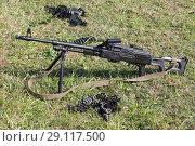 Купить «Ручной пулемет и пулеметная лента на зеленой траве», фото № 29117500, снято 20 сентября 2018 г. (c) Игорь Долгов / Фотобанк Лори
