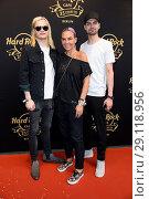 Купить «Hard Rock Cafe Berlin celebrates 25 years anniversary at Hard Rock Cafe at Kurfuerstendamm. Featuring: Wilson Gonzalez Ochsenknecht, Natascha Ochsenknecht...», фото № 29118956, снято 18 мая 2017 г. (c) age Fotostock / Фотобанк Лори