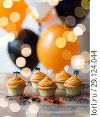 Купить «halloween party cupcakes or muffins on table», фото № 29124044, снято 6 июля 2017 г. (c) Syda Productions / Фотобанк Лори