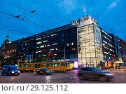 Купить «Магазин Forum. Вечер. Хельсинки. Финляндия», фото № 29125112, снято 17 сентября 2018 г. (c) Екатерина Овсянникова / Фотобанк Лори