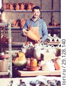Купить «Male artisan in ceramics workshop», фото № 29128140, снято 23 июля 2019 г. (c) Яков Филимонов / Фотобанк Лори
